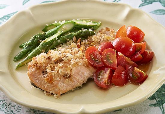 銀鮭とアスパラのパン粉焼き ミニトマトのソース