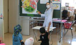 マックスバリュ澄川町店で食育体験学習「5 A DAY たべるのおはなし教室」を開催